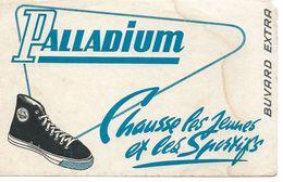 Buvard Palladium Chausse Les Jeunes Et Les Sportifs. - Scarpe