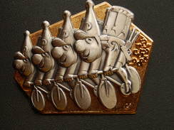 Broche -  CARNAVAL DE BALE  Suisse - FASNACH 1998 - Or - Carnaval