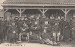 CAMP DE HARDERWIJK  ( 2/6 )     Photo 13,5 Cm X 8,7 Cm ) - 1914-18