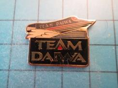 Pin316b Pin's Pins / BATEAU OFFSHORE TEAM DAIWA    ;  Belle Qualité !!!   Marquage Au Dos : --- - Boats