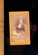 Photographie Carte De Visite CDV : Jeune Femme Regardant Un Album Photo / Photographe FEDELE Rue Des Chartreux MARSEILLE - Persone Anonimi