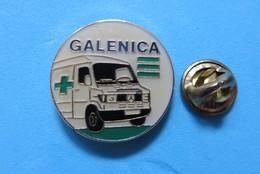 Pin's, Galenica, Ambulance Mercedes, Croix Vert - Mercedes