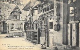 Hostellerie Guillaume Le Conquérant, Dives-sur-Mer - Lot De 4 Cartes Non Circulées (Cour, Cuisine, Salle De La Pucelle) - Hotels & Restaurants