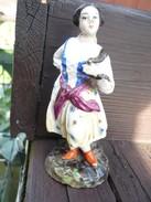 Frauenfigur Mit Gefäß - älter (483) - Ceramics & Pottery