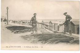 CPA 14  /  LION -sur-MER /    LE SECHAGE DES FILETS / - France