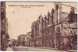 51. REIMS . GUERRE 1914.1918 . DANS LES RUINES APRES LA RETRAITE DES ALLEMANDS . LA RUE DE VESLE - Reims