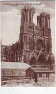 51. REIMS . GUERRE 1914.1918 . DANS LES RUINES APRES LA RETRAITE DES ALLEMANDS . LA CATHEDRALE - Reims