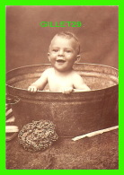 ENFANTS - JE SUIS HEUREUX DANS MON BAIN - TUB SCRUB  - PHOTOGRAPHIX UNLIMITED 1992 - - Portraits