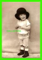ENFANTS - JE SUIS BEAU AVEC MON CHAPEAU - JUST MY SIZE  - PHOTOGRAPHIX UNLIMITED 1992 - - Portraits