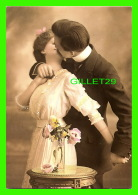 COUPLES - ON S'ENBRASSE - PLIGHTED LOVE - PHOTOGRAPHIX UNLIMITED, 1992 - - Couples