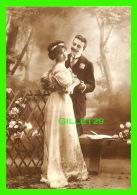 COUPLES - UN PREMIER RENDEZ-VOUS ! -  THE RENDEZ-VOUS - PHOTOGRAPHIX UNLIMITED, 1992 - - Couples