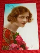 FANTAISIES -  FEMMES -   Jolie Jeune Femme Au Bouquet De Roses - Femmes