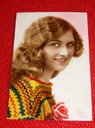 FANTAISIES -  FEMMES -   Jolie Jeune Femme Aux Longs Cheveux - Women