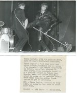 VINCE TAYLOR L'UN DES ROIS DU ROCK DANS UN GRAND MUSIC-HALL PARISIEN - PHOTO DE PRESSE 28.12.61 - Célébrités