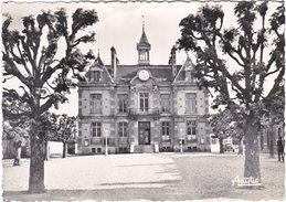 10. Gf. ESTISSAC. Place De L'Hôtel De Ville - Autres Communes