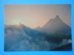 Cervinia Breuil - Valle D'Aosta - Il Monte Cervino E La Dent D'Herens - Controluce - Tramonto Pittoresco - Controluce
