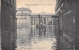INONDATIONS DE 1910 - Crue De La Seine : Rue De Bourgogne - Palais Bourbon - CPA - Seine - De Overstroming Van 1910