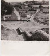 Bg - Photo Bréhat (Côtes Du Nord) - Les Villas Vues De L'escalier De St Michel - Lieux