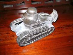 Char, Tank , Panzer. Metall, Geldkasse. 15 Cm Lang - Sammlerwaffen