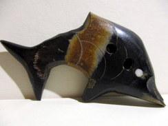 Gros Bouton En Corne Ou Résine, Longueur 6,5cm - Loisirs Créatifs