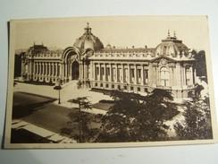 T38  PARIS Le Petit Palais - France