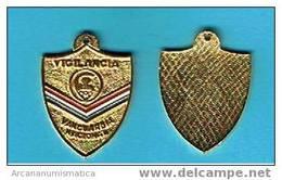 DL-35  CUBA  MEDALLA  VANGUARDIA NACIONAL S/C - Fichas Y Medallas