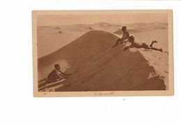 Cpa - Un Bain De Sable - Enfant Garçon Nu - N°147 - África
