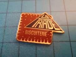Sp01 Pin's Pins / BISCUIT GENRE PETIT BEURRE BISCUITERIE LA TRIADE  ;   Belle Qualité !!!   Marquage Au Dos : ---- - Alimentation