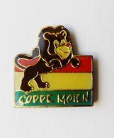 Pin's Bonjour Europe Godde Moien Drapeau Luxembourg Animal Lion - Pin's