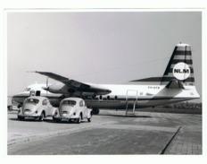 Photo (13 X 18 Cm) Aviation - Avion Fokker De La Cie Aérienne Néerlandaise NLM - VW Coccinelle - Maastricht 1967 (b207) - Aviazione