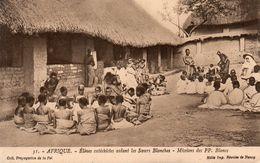 AFRIQUE ELEVES CATECHISTES AIDANT LES SOEURS BLANCHES MISSION DES PP BLANCS - Cartes Postales