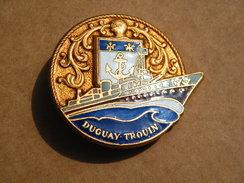 -1923-1952- CROISEUR  DUGAY-TROUIN  - BROCHE COURTOIS / PARIS Métal émail EGF  - MILITARIA NAVAL MARINE NATIONALE. - Boats