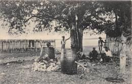 TIMOR / Distillerie - Distilleeren - East Timor