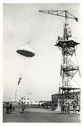 Themes Div -ref T384- Istres  Aviation -avions - Parachutisme -parachutiste - Ecole De Parachute  - Carte Bon Etat  - - Paracadutismo