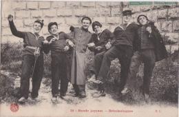 Bg - Cpa Bande Joyeuse - Brindezingues (militaires En Bordée !) - Umoristiche