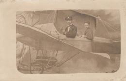 Foto FLUGZEUG Mit Frau Und Mann Passagier, Kabinettfoto In Ansichtskartengröße - Fotografie