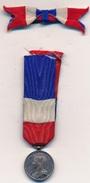 Décoration - Réduction Et Son Ruban Médaille Du Travail - Non Attribuée - France