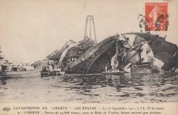 CPA - Catastrophe Du Liberté - Les Epaves - - Warships