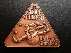 Broche - CLIQUE GRIMPELI 1996 -   CARNAVAL DE BALE Suisse - FASNACHT   - Cuivre - Carnaval
