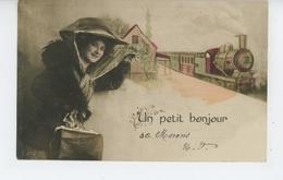 """MARANS - Jolie Carte Fantaisie Femme Avec Bagage Et Train """"Un Petit Bonjour De MARANS """" - Altri Comuni"""