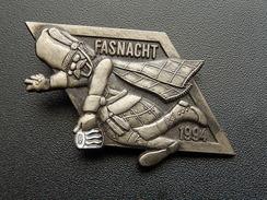 Broche -  CARNAVAL DE BALE  Suisse - FASNACH 1994 - Argent - Carnaval