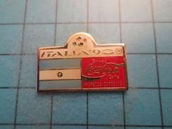 Sp02 Pin's Pins / COCA-COLA COUPE DU MONDE ITALIE 1990 DRAPEAU ARGENTINE   ;   Belle Qualité !!!   Marquage Au Dos : --- - Coca-Cola