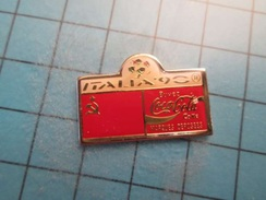 Sp02 Pin's Pins / COCA-COLA COUPE DU MONDE ITALIE 1990 DRAPEAU URSS   ;   Belle Qualité !!!   Marquage Au Dos : ---- - Coca-Cola
