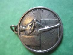 Médaille Pendentif/Sports/Athlétisme / Athléte Au Repos / Années 30-40   SPO143 - Athlétisme