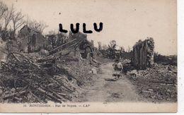 DEPT 80 : Animé édit. Cap N° 16 : Montdidier Rue De Noyon En Ruines , Guerre 1914-1918 ( Homme Avec Une Brouette ) - Montdidier