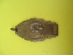 Médaille Pendentif/Sports/Athlétisme/ Femme De Profil Avec Laurier/ 1946             SPO151 - Athlétisme