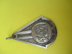 Médaille Pendentif/Sports/Athlétisme/ Stade Olympique Mantais/ Années 50            SPO153 - Athlétisme