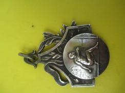 Médaille Pendentif/Sports/Athlétisme/ Course à Pied Haie/ Années 50            SPO156 - Athlétisme