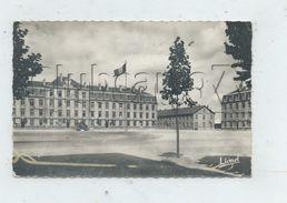 Angers (49) : La Cour De La Caserne Desjardins Centre D'instruction Du 6ème Génie En 1950 (animé) PF. - Angers