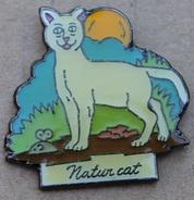 NATUR CAT - CHAT BLANC AVEC UNE SOURIS - LUNE   -                            (JAUNE) - Animals